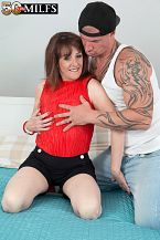 The new British MILF copulates the delivery boy